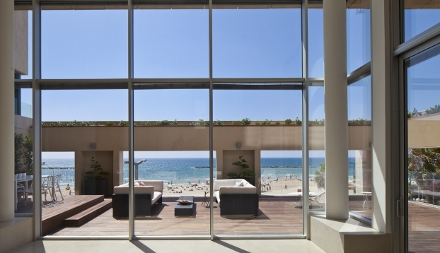 954 A Beachfront Apartment With Ious And Large Sun Terrace For In Tel Aviv