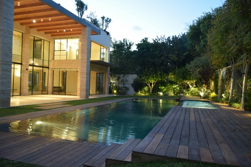 Modern tuscan house for sale in hpituach luxury real for Contemporary tuscan homes